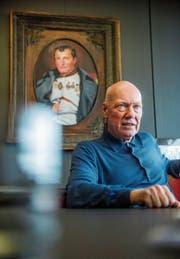 Jean-Claude Biver in einem Besprechungszimmer am Hauptsitz von Hublot in Nyon: «Wir sind eine Marke, die auch für schlechte Zeiten geeignet ist.» (Bild: Dominik Wunderli)