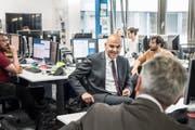 "Bundesrat Alain Berset im Newsroom des ""St.Galler Tagblatts"". (Bild: Ralph Ribi)"
