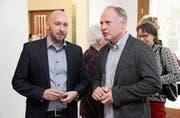 Gemeindepräsident Markus Bürgi im Gespräch mit seinem Gemeinderatskollegen Rainer Borcherding. (Bild: Christof Lampart)