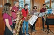 Das Saxophonensemble der Musikschule Werdenberg unterhielt Aktionäre und Gäste während des Apéros. (Bild: Heini Schwendener)