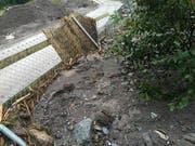 Zäune wurden beim Gnadenhof Luna durch die Schlammmassen eingedrückt. (Bild: pd)