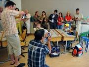 Können Lehrpersonen in Gossau künftig unterbinden: «Unkontrolliertes Fotografieren» an Schulanlässen. (Bild: Keystone (Symbolbild))