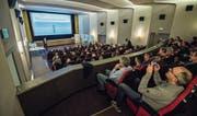 Grosses Interesse am Stadtgespräch: Das Kino Roxy war bis auf den letzten Platz besetzt. (Bild: Reto Martin)