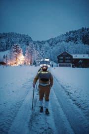 Da der Silvester in diesem Jahr auf einen Sonntag fällt, ziehen die Chlausen-Schuppel bereits am Samstag übers Land (Bild: Luca Linder)