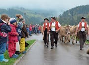 In zackigem Tempo geht es zum Viehschauplatz (Bild: Roger Fuchs)