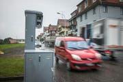 Wer zu schnell an einem mobilen oder stationären Radar (hier in Gossau) vorbeifährt, wird fotografiert. Insgesamt wurden im Kanton St.Gallen im Jahr 2017 181'676 Fahrzeuglenker geblitzt. (Bild: Ralph Ribi/Archiv)