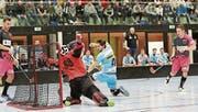 Zwei Drittel lang funktionierte das Spiel von Floorball Thurgau (pink) gegen Sarganserland. (Bild: Mario Gaccioli)