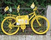 Strassendekoration in Düsseldorf, wo die lukrative Tour de France am Samstag begann. (Bild: Daniel Karmann/AP)