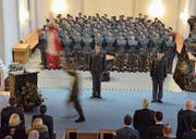 Zu Wachtmeistern befördert (Bild: Roger Fuchs)