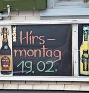 Bereits seit einigen Tagen wurde von dem Restaurant Rössliguet in Rossrüti auf diesen besondern Brauch, den Hirsmontag, hingewiesen. (Bild: Zita Meienhofer)