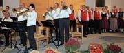 Die Blaskapelle und der Jodelchor erfüllten mit ihrer Musik die Kirche. (Bild: Trudi Krieg)