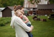 Zwischen 80 und 90 Paare aus der Deutschschweiz warten derzeit auf ein Adoptivkind. (Bild: Brooke Rieman/Getty)