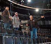 Geschäftsführer Marcel Wick zeigt den Besuchern Ursula und Anton Brändli «seine» Bodensee-Arena. (Bilder: Desirée Müller)
