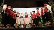 Der Jodelclub Seebuebe Altnau auf der Bühne. (Bild: Manuela Olgiati)
