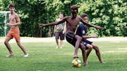 Natu Girmay erobert sich in der Badi den Ball – und am Ende auch den Pokal. (Bild: Andreas Taverner)