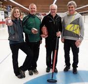 Das Siegerteam Wetzikon I mit Lis Stahel, Hansueli Rüegg, Peter Stauber und Hans-Ruedi Knecht (von links). (Bild: PD)