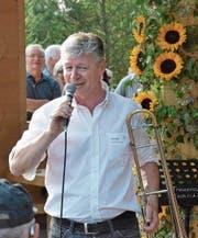 Gemeindepräsident Hans Mäder bei seiner Ansprache. (Bild: che)