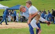 Nachwuchsschwinger in Aktion: Greifen, ziehen – und sich dagegen wehren. (Bild: pf)