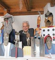 Hans Ulrich Steger (1923–2016) mit einigen seiner Figuren. (Bild: Martin Knoepfel)