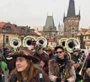Gugge-Mitglieder bei einem Auftritt in Prag Mitte Januar. (Bild: PD)
