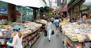 Die Ruhe vor dem Sturm? Ein Markt in der südkoreanischen Hauptstadt Seoul. (Bild: Jeon Heon Kyun/EPA (12. August 2017))
