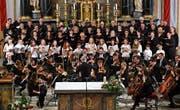 Der Kinderchor und die Kantorei St. Georg aus Kaltbrunn singen, begleitet vom Jungen Kammerorchester Ostschweiz. (Bild: PD)