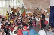 Der Zauberer Mike Magic hat für die Pfyner Fasnachtsbutzen allerhand Tricks auf Lager. (Bild: Manuela Olgiati)