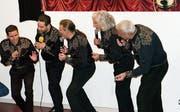 Auf der Bühne geben die fünf Sänger von The Vocal Band aus Buchs mit ihrem temperamentvollen Auftritt alles. (Bild: Heidy Beyeler)