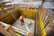 Während der Motor der Bauwirtschaft immer noch rund läuft, bleiben die Sorgen der Detailhändler. (Bild: SALVATORE DI NOLFI (KEYSTONE))