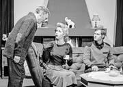 Bertolt Specker als Arthur Putnam, Vanessa Kobelt als Holly Adams, Sepp Gähwiler jun. als Simon Putnam (von links) im Theaterstück «Mörderische Phantasien». (Bild: Markus Plat)