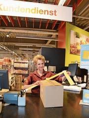 Judith Carrera misst ein Postpaket, das am Kundendienst abgegeben wurde. (Bild: Karin Erni)