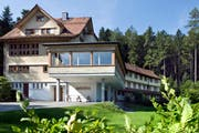 Das Haus «Sonneblick» in Walzenhausen soll nach dem Willen des Kantons als Durchgangsheim genutzt werden. Dagegen wehrte sich die Gemeinde Walzenhausen. Jetzt legt der Kanton wiederum Rekurs gegen diesen Entscheid ein. (Bild: Archiv)
