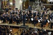 Die über 50 Mitglieder des Musikvereins Weinfelden begeisterten ihr Publikum in der vollbesetzten Kirche. (Bild: Monika Wick)