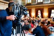 TV-Kameras waren bislang im Grossen Rat nur in Ausnahmefällen zu sehen (hier bei der Debatte um das Frühfranzösisch). Das ändert sich nun. (Bild: WALTER BIERI (KEYSTONE))