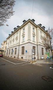 Das ehemalige Postgebäude am Romanshorner Bahnhofplatz steht teilweise leer. (Bilder: Reto Martin)