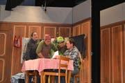 Die Darsteller im Schwank «lieber ledig und frei» sorgten für viele Lacher im Publikum. (Bild: Adi Lippuner)