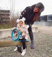 Zwei, die auch bei Minusgraden gerne an die frische Luft gehen: Yana Koroleva und Tochter Milana. (Bilder: Angelina Donati)