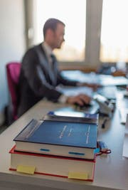 Viele neu gegründete Unternehmen sind Einmannbetriebe oder Kleinstbetriebe mit bis zu vier Arbeitsplätzen. (Bild: Gaëtan Bally/KEY)