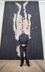 Georg Baselitz vor seinem monumentalen Selbstporträt «Avignon ade» von 2017. (Bild: Patrick Straub/Keystone)