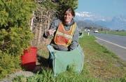 Katrin Szacsvay ist um den Schutz der Amphibien in der Gemeinde Wartau besorgt, damit dieser auch in Zukunft gewährleistet werden kann. (Bild: Corinne Hanselmann)
