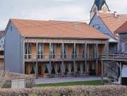 Auf diesem Dachteil des evangelischen Kirchgemeindehauses soll schon bald die Photovoltaikanlage installiert werden. (Bilder: Martin Brunner)