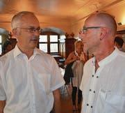 Der abgewählte Stadtrat Marcus Zunzer im Gespräch mit CVP-Präsident Roland Bosshart. (Bild: Philipp Haag)
