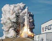 Beim Transport ins Weltall könnte der 4D-Druck helfen, Platz und Gewicht zu sparen. (Bild: AP)