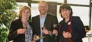 Das Organisationsteam Heidi Bernegger (Präsidentin BPW-Club und Mitgründerin «kick-off@work»), Conférencier Jake Doron und Claudia Doron (Censeo Relocation und Mitgründerin) beim Apéro (von links). (Bild: pd)