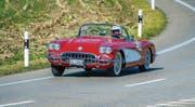 Der Steckborner Ueli Aeberli mit seiner roten Chevrolet Corvette C1, Jahrgang 1960, braust in Richtung Eichhölzli. (Bilder: Reto Martin)