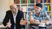 Der Anwalt Philip Stolkin und sein Mandant Walter Nowak reden in Stolkins Kanzlei in Zürich über den Fall. (Bild: Nana do Carmo)