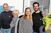 Die alten und die neuen Inhaber der Central-Garage: Josef und Maria Böni und Stefan und Gina Diener mit Tochter Emilia. (Bild: Dieter Ritter)