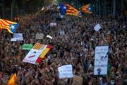 Eine Demonstration gegen das Vorgehen der Polizei gegen das illegale Unabhängigkeitsreferendum. (Bild: Keystone (3. Oktober))