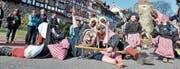 Auch diesen Sonntag am Fasnachtsumzug wieder mit von der Partie: die Arboner Holzmaskenzunft. (Bild: Max Eichenberger)