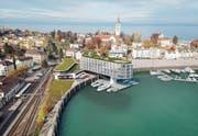 Planskizze des Hotels: Dass es dereinst genau so gebaut wird, ist eher unwahrscheinlich. Im Moment ist es aus vertraglichen Gründen mit der Stadt nicht möglich, den Baukörper ins Hafenbecken zu legen. (Bild: PD)